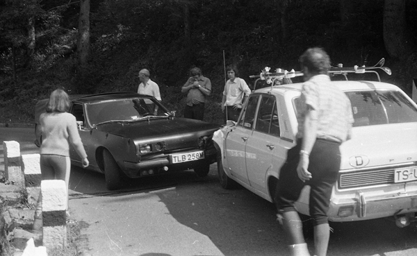 frontal collision between two cars, many onlookers